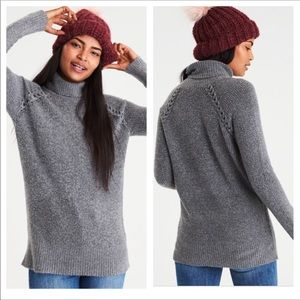 American Eagle gray sweater. Size Medium